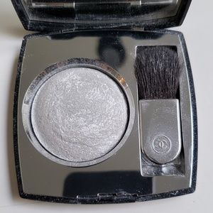 Chanel Lumiere Platine silver highlighter